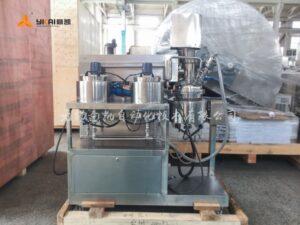Laboratory vacuum dispersing emulsifier